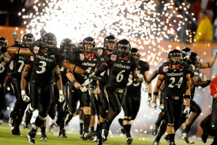 This game at Cincy has the potential to be a fireworks affair...with huge AAC implications.